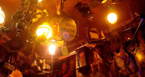 Berlin: Bei Schlawinchen 24-hour Dive Bar